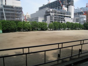 都立日比谷高校の国会議事堂が見える千代田区永田町のグランド