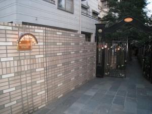 世田谷区一棟売りマンションのアプローチ
