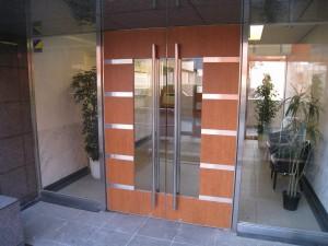 東京都港区の一棟売りマンション玄関(RCマンション)