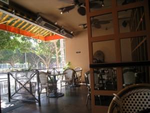 こちらはLAのカフェです。ランチしました。