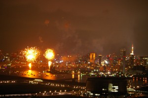 Wコンフォートタワーイーストから見る東京湾花火大会