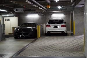 フェラーリなどの高級車が駐車できる駐車場付きの未公開マンション